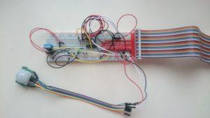 よくあるジャンパーワイヤーを使用したブレッドボード電子回路