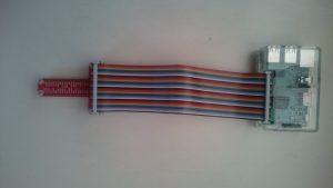 T型GPIO 拡張ボードとリボンケーブルを使用したラズベリーパイ