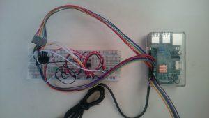 GPIO拡張ヘッダにジャンパーワイヤーで接続したラズベリーパイ